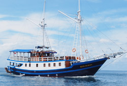 blue dragon liveaboard komodo
